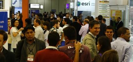 Feria de productos y servicios del sector geoespacial