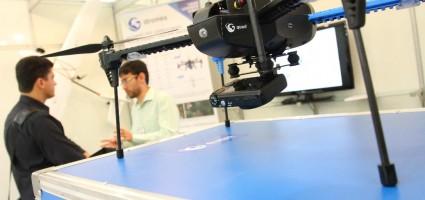 Feira com dezenas de Drones em Exposição